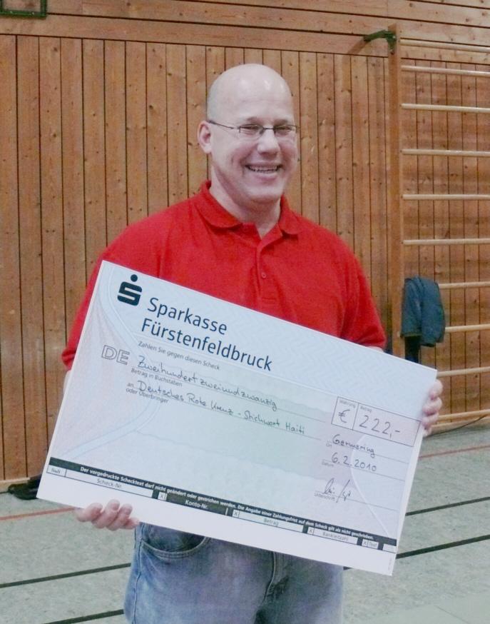 222,- € Scheck für Haiti - gesammelt auf der Vereinsmeisterschaft des SCUG-Judo 2010